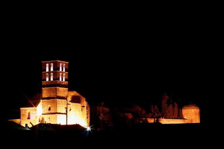 Clocher et château de nuit